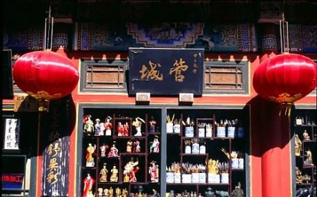 Kuva kiinalaisen kaupan hyllyltä.